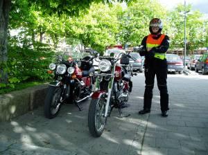 Sønnen på sin Daelim Daystar 125 Moto Guzzi 850 GT