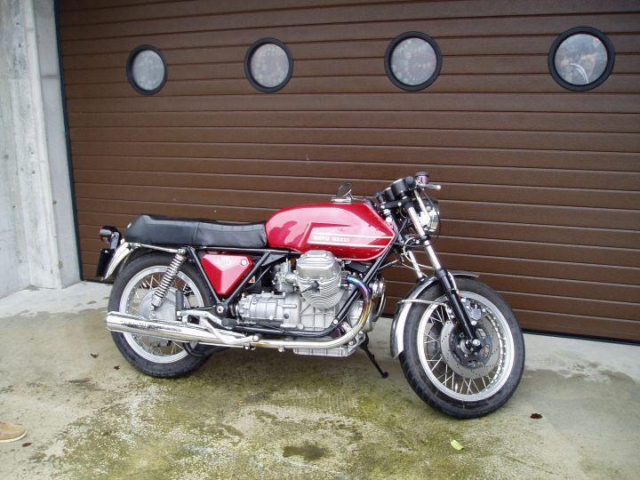 Denne skjønnheten stod og ventet. Moto Guzzi V7 Sport 1972.