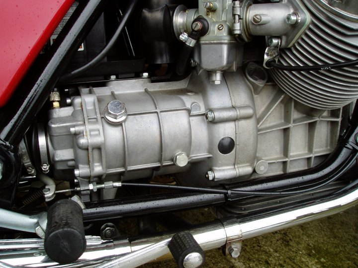 Glassblåst girkasse og motor.