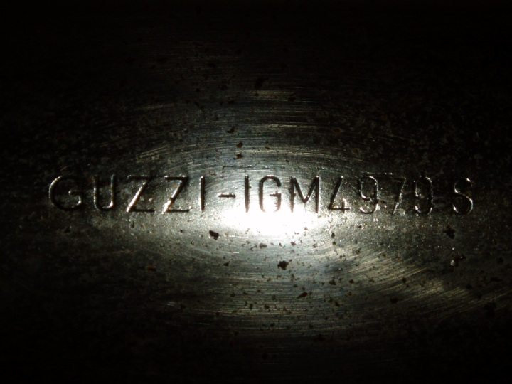 Guzzi- merkede potter.