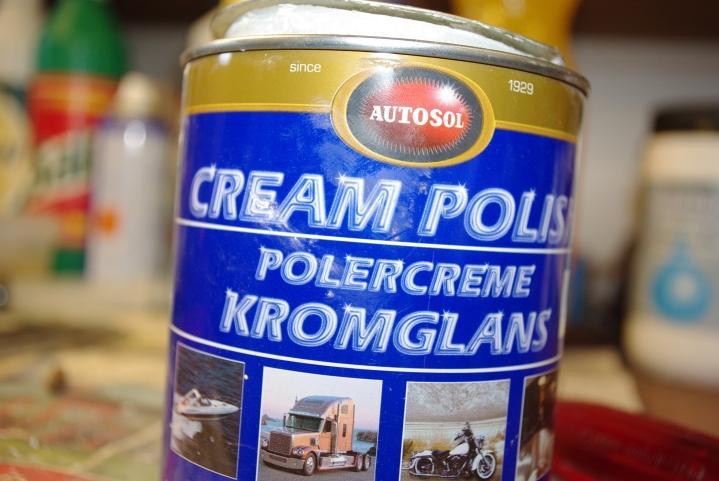 Autosol Cream Polish gjør susen.