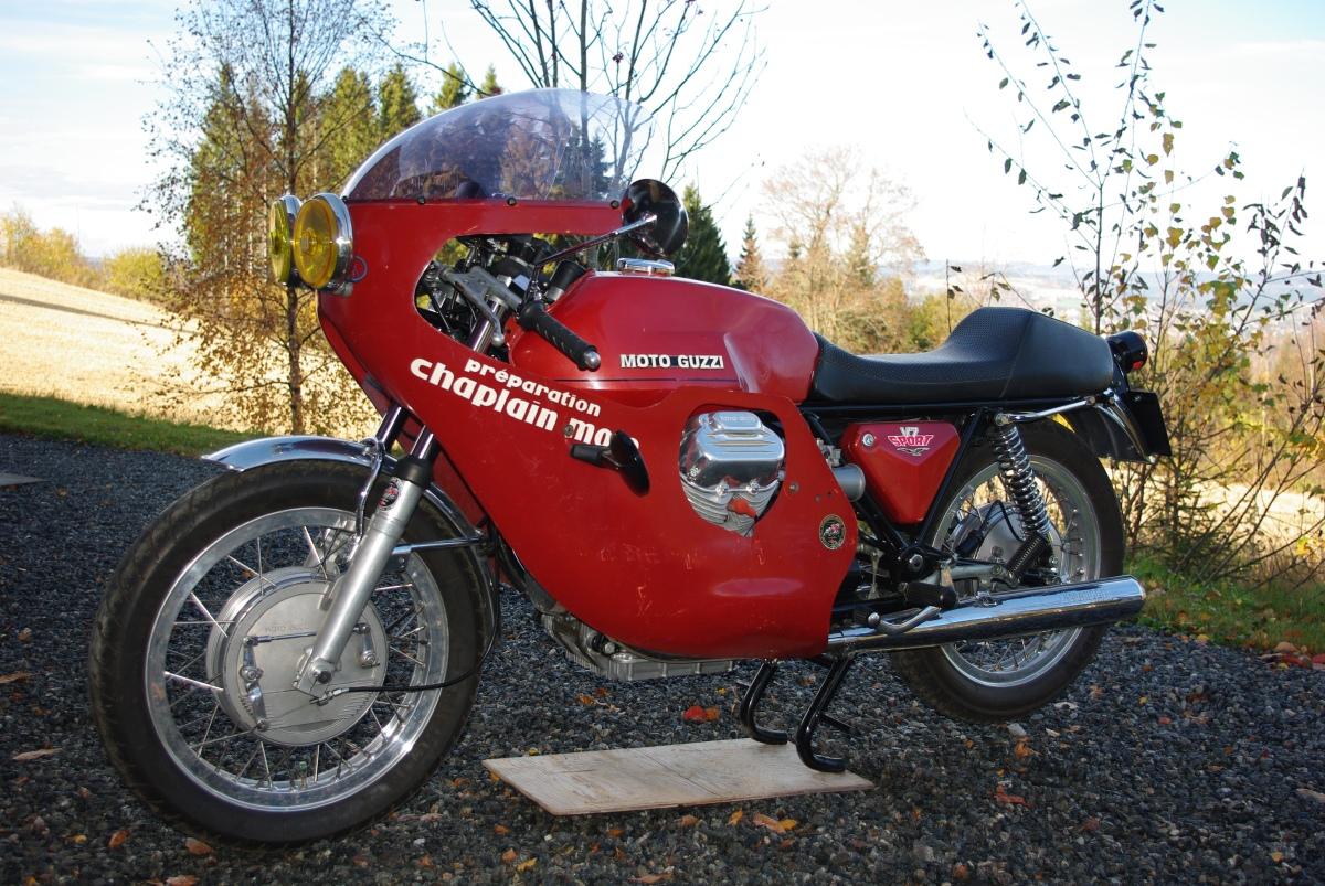 På besøk hos Moto Guzzi Krajka Telaio Rosso V7 Sport racereplica.