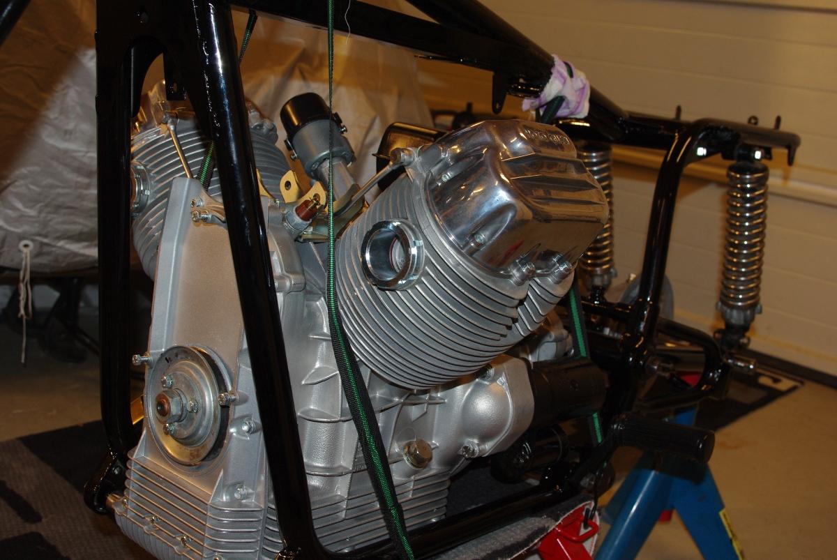 Motor på plass