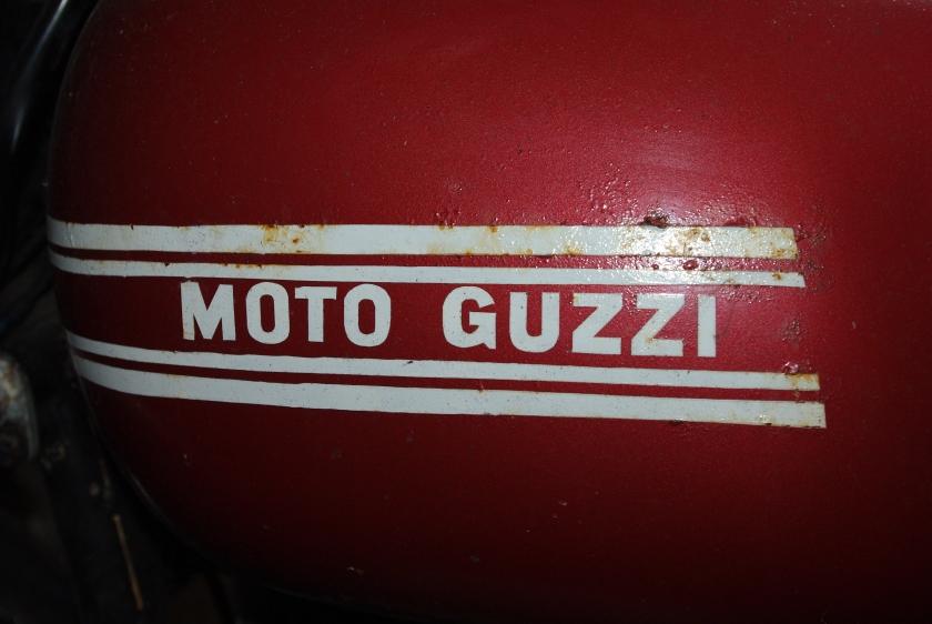 Håndmalt Guzzi merke.