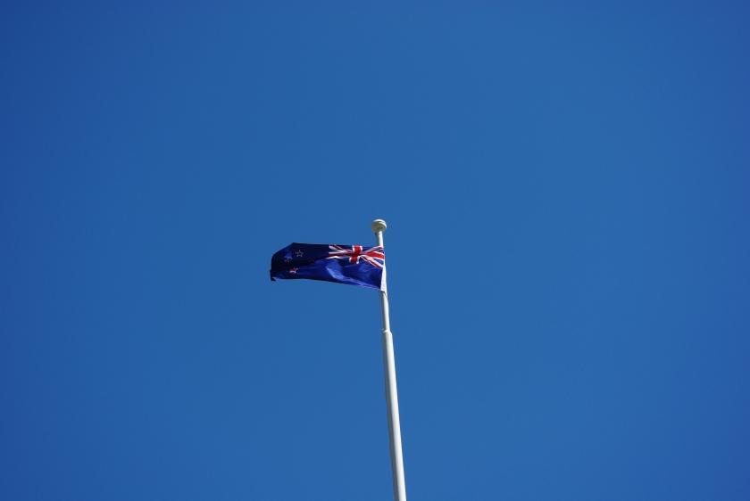 New Zealand. Flagget vaier over fjorden.