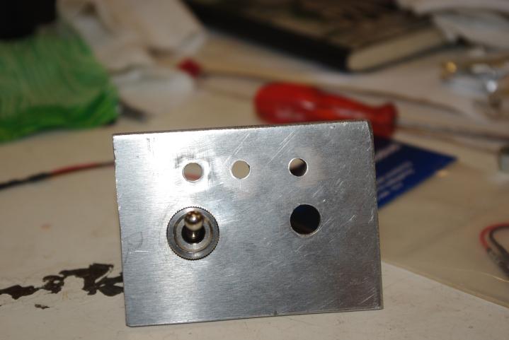 Aluminiumsplate saget ut.