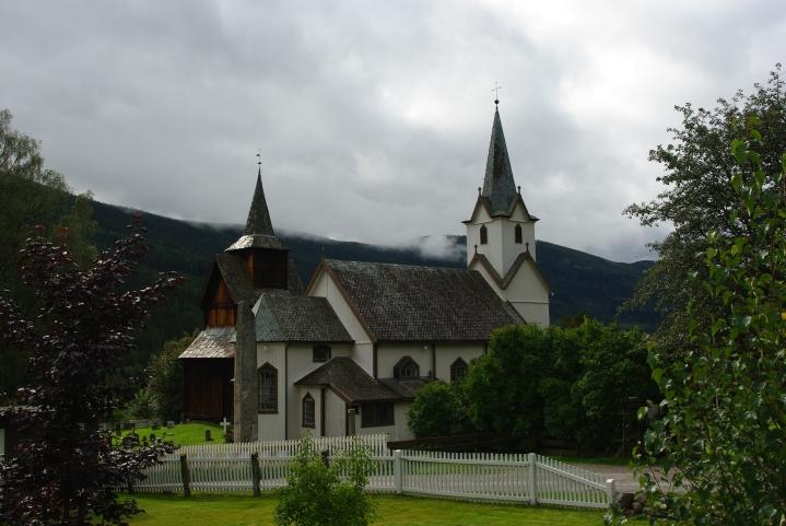 Torpo stavkirke og Torpo kirke